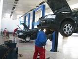 秦皇岛高速公路救援,拖车搭电更换备胎
